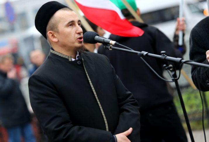 TATARİSTAN'DA KAZAN ŞEHİTLERİNİ ANMA GÜNÜ'NDE DUA OKUYAN AYRAT ŞAKİROV'A CEZA!