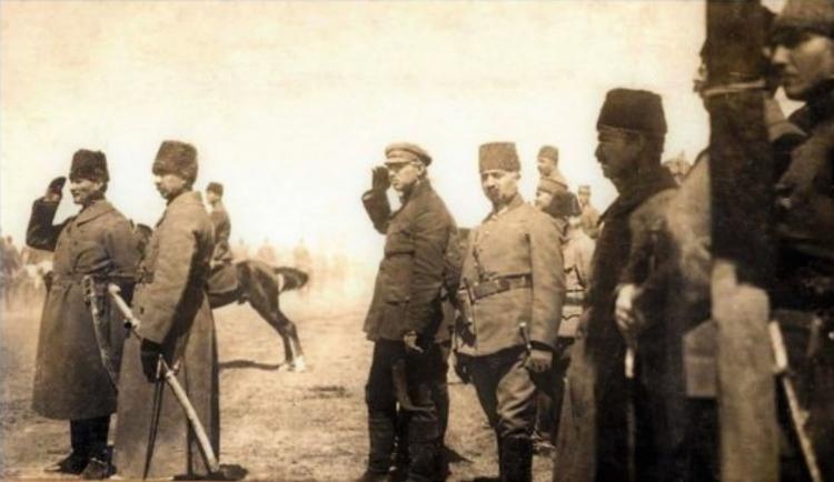 """""""Hatt-ı Müdafaa Yoktur, Sath-ı Müdafaa Vardır"""" 13 Eylül 1921 Sakarya Meydan Muharebesi - Yazan: Dr. Cengiz Tatar"""