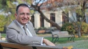 """Prof. Dr. Gürkan Kumbaroğlu'nun """"Pandemide Amerika ve George Floyd"""" kitabı raflarda"""