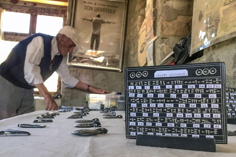 Urartu alfabesini bilen Mehmet Kuşman görevini bırakıyor