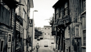 ATİK-VALDE'DEN İNEN SOKAKTA - Yahya Kemal BEYATLI