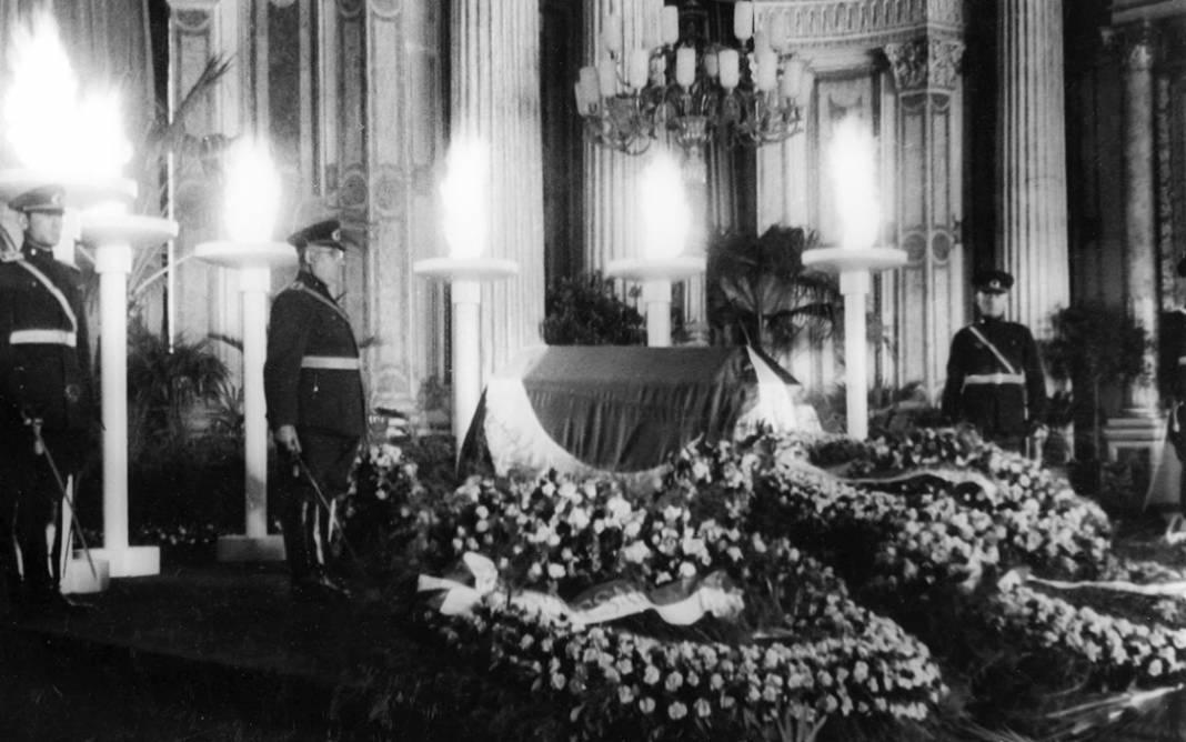 Fotoğraflarla Atatürk'ün Cenaze Töreni