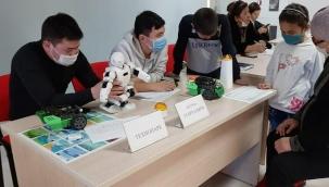 Türkistan'da okul çocukları sarayı çalışmaya başladı