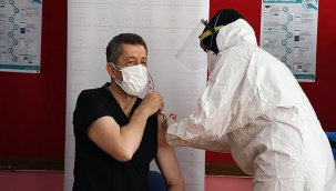 Öğretmenlere koronavirüs aşısı uygulanmasına başlandı