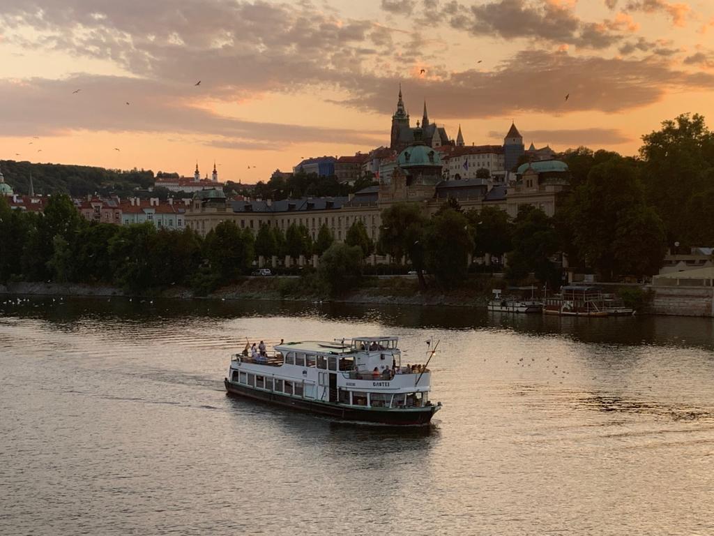 Orta Avrupa Gezi Notları (III) Masal Şehir; PRAG - Yazan: FAZLI KÖKSAL