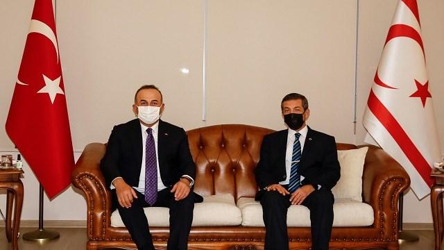 Bakan Çavuşoğlu, kritik Cenevre toplantısı öncesi KKTC'de