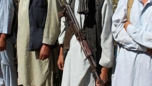 Afganistan'da 81 ilçe merkezi Taliban'ın eline geçti!