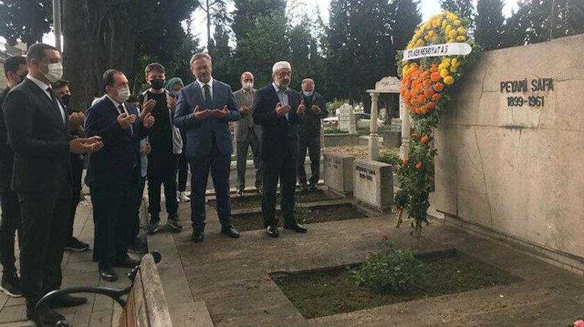 Peyami Safa ölümünü 60'ıncı yıl dönümünde mezarı başında anıldı