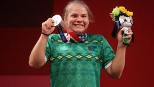 Türkmenistan'dan olimpiyatlarda bir ilk: Halterde Polina Guryeva gümüş madalya kazandı