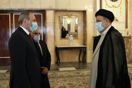 Ermenistan'ı İran değil, Azerbaycan ve Türkiye ile ilişkileri kurtarabilir