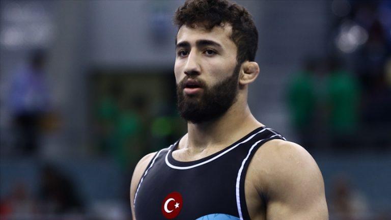Milli güreşçi Burhan Akbudak Oslo'da gümüş madalya kazandı