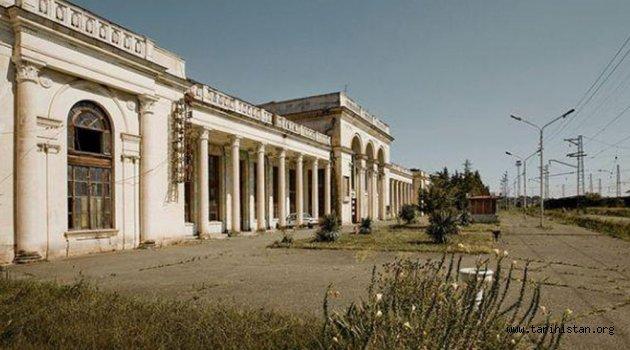 Abhazya'daki Terk Edilmiş Tren İstasyonu