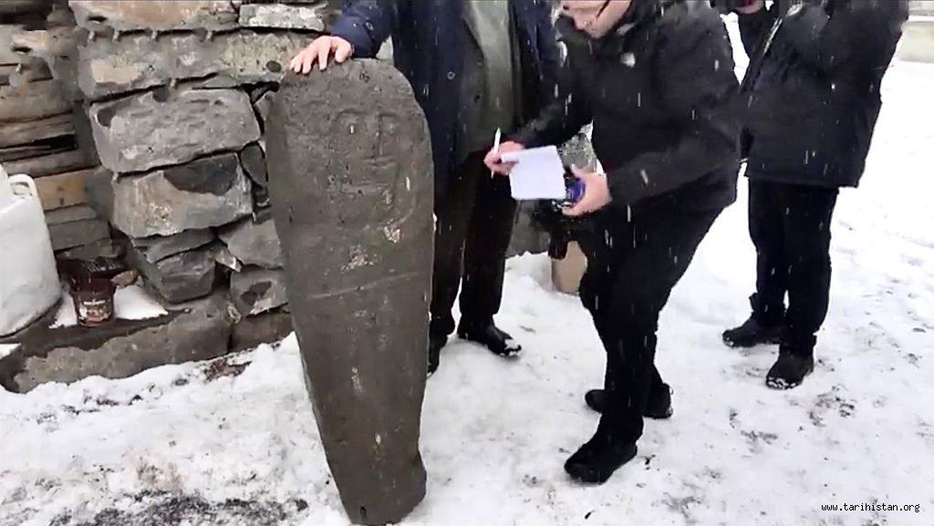Erzurum'da Bulunan Mezar Taşı, Türklerin Anadolu'daki 2.500 Yıl Önceki Varlığının Kanıtı mı?
