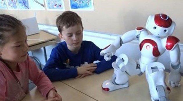 Finlandiya'da robot öğretmen ders başı yaptı