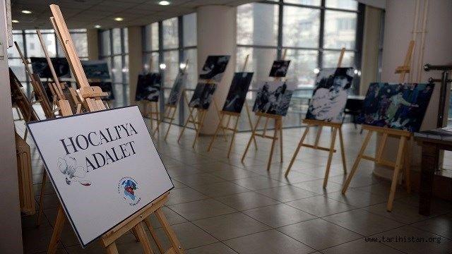 Hocalı Soykırımı'nı topladığı fotoğraflarla açtığı sergide belgeliyor