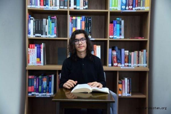 Kırım Tatarı genç Aybars Önder, Dünya Felsefe Şampiyonu oldu