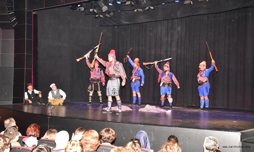 'Gördesli Makbule' Tiyatrosu Duygulandırdı