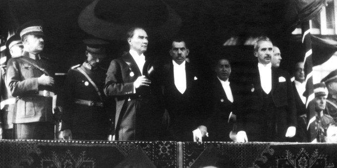 Mustafa Kemal Atatürk'ün Türk İnkılabı'na Bakışı - Yazan: Okan Cesur