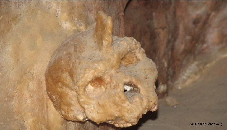 Selanik Yakınlarında Bir Mağarada Bulunan İnsan Kafatası Gerçekten 700 Bin Yıllık mı?