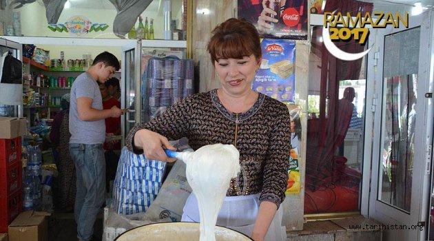 Özbekistan'da ramazan sofrası