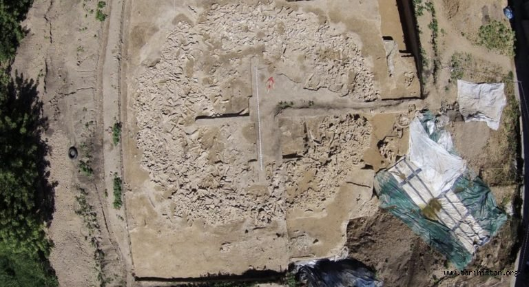 Rusya'da, Mamut Kemiklerinden Yapılmış 25 Bin Yıllık Devasa Bir Yapı Ortaya Çıkartıldı!