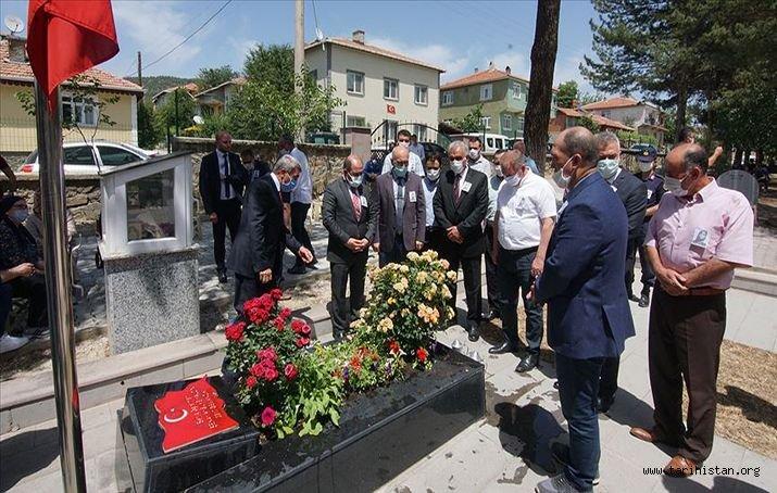 Şehit öğretmen Şenay Aybüke Yalçın, mezarı başında anıldı.