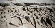 Atina'da Bulunan Elleri Kelepçe İle Bağlanmış İskeletler, Antik Darbeciler mi?