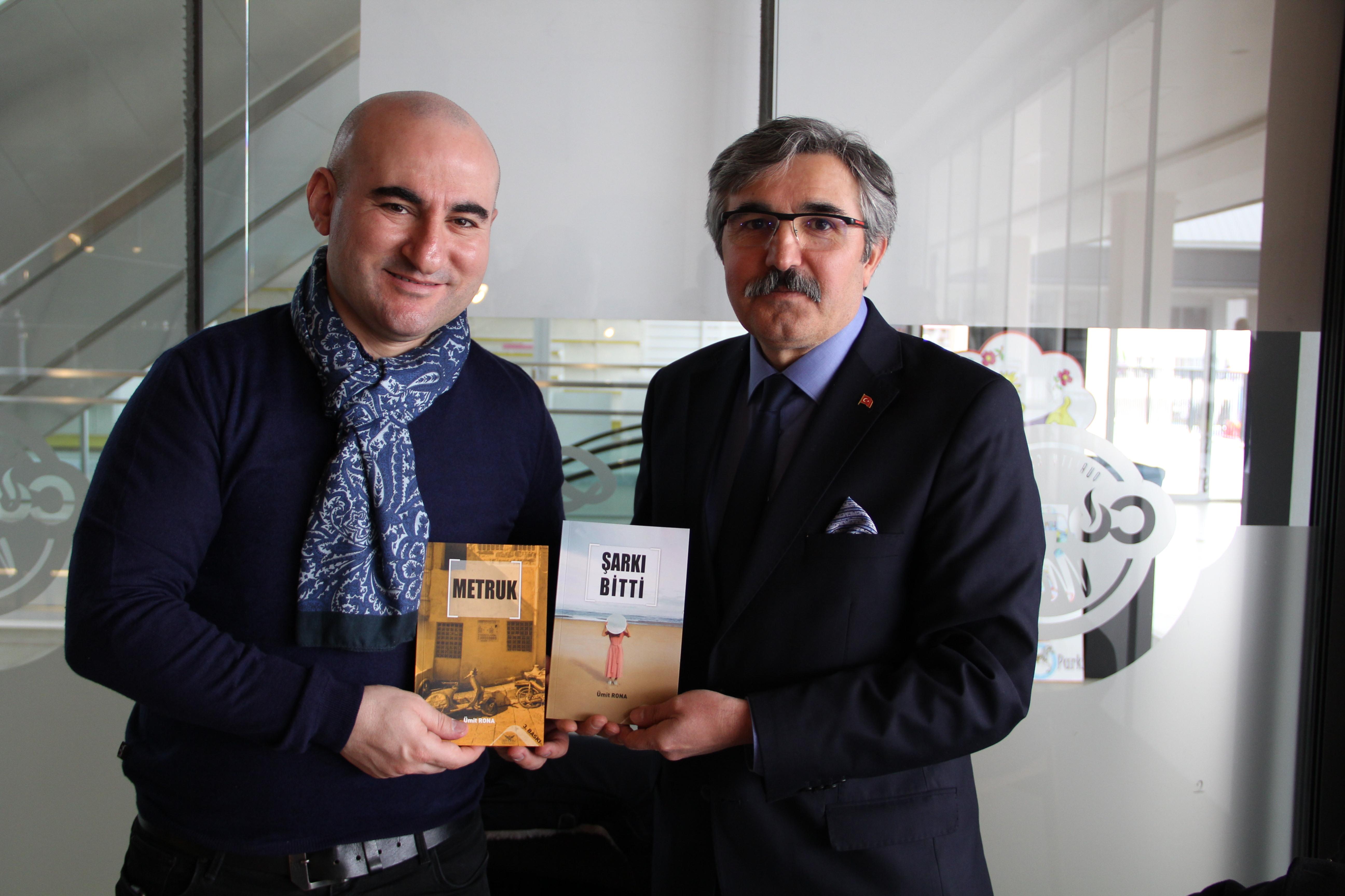 """Manisa Kültür Sohbetlerinde """"Galata'da Yarım Şarkılar"""" Konuşuldu"""